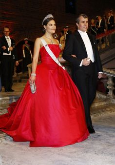 Crown Princess Victoria arrives at the Nobel Prize banquet together with Eric Betzig, the American physicist who won the Nobel Prize in chemistry this year.