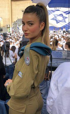 Idf Women, Military Women, Israeli Girls, Brave Women, Military Girl, Female Soldier, Girls Uniforms, Girl Inspiration, The Most Beautiful Girl