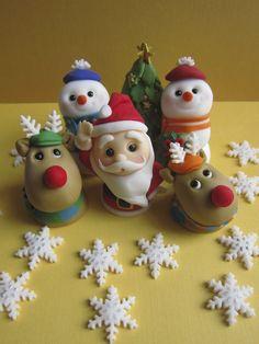 Christmas Fondant Cupcake Toppers by mimicafe Union http://mimicafeunion.blogspot.com