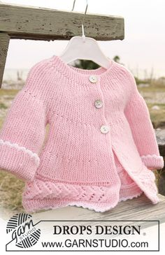 "DROPS jacket knitted from side to side in garter st and lace pattern in ""Baby Merino"". ~ DROPS Design"