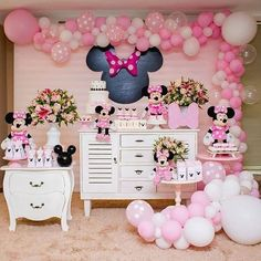 The party minnie is a topic always highly sought by children and adults. Find out now how to put together an amazing decoration. Minnie Mouse Birthday Decorations, Minnie Mouse First Birthday, 1st Birthday Party For Girls, Minnie Mouse Theme, Minnie Mouse Baby Shower, Baby Party, Minnie Mouse Rosa, Minie Mouse Party, Mickey Party