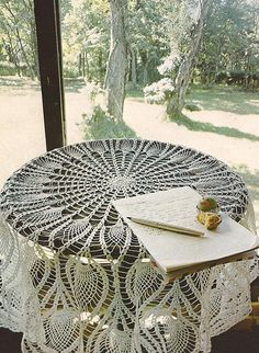 """Ravelry: Mantel Redondo """"Pavo Real"""" pattern by Les Editions de Saxe"""