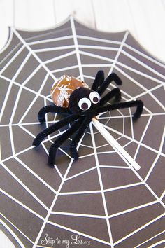 How to make tootsie pop spiders for Halloween! #idea #party #halloween www.skiptomylou.org