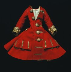 Doll's coat made in London, England around 1690 to Wool lined with silk, silver tissue, silver thread. Victoria and Albert Museum. Hollywood Red Carpet, Lord, New Dolls, Wooden Dolls, Victoria And Albert Museum, Couture, Antique Dolls, Vintage Dolls, Historical Clothing