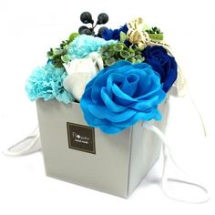 Luxury Soap Fl owers - Ideal treat or gift! Beautifully presented, these Soap Flowers are a perfect gift. Individual Petals can be used for Guest soap. Each Gift Bouquet contains 10 soap flowers. Perfect addition to a relaxing bath. Blue Wedding Flowers, Real Flowers, Wedding Blue, Bouquet Bleu, Flower Bouqet, Romantic Bath, Polyvinyl Alcohol, Christmas Stocking Fillers, Rose Soap
