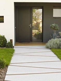 Need some low maintenance garden design ideas? Learn the fundamentals and tips to creating the perfect low mainteance outdoor space in our feature article. Garden Paving, Garden Paths, Modern Landscaping, Front Yard Landscaping, Landscaping Ideas, Concrete Pathway, Concrete Driveways, Walkways, Driveway Design