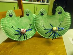 The Stuff We Do Paper Plate Frogs with a party blower tongue Sherry and Melissa Pond Themed Frog Activities, Spring Activities, Preschool Projects, Preschool Crafts, Frogs Preschool, Paper Plate Crafts, Paper Plates, Tiana, Pond Crafts