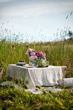 .linen table cloth