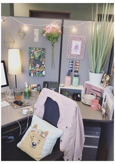 Work Cubicle Decor, Work Desk Decor, Office Space Decor, Cute Office Decor, Decorate Office Cubicle, Decorating Office At Work, Cubicle Ideas, Cute Cubicle, Office Cubicle Design