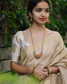 How to Buy Designer Indian Sarees Saree Jewellery, Temple Jewellery, Kerala Jewellery, South Indian Jewellery, Jewellery Box, Silver Jewellery, Gold Jewelry Simple, Saree Blouse Designs, Sari Blouse