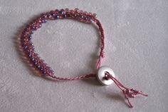 Bracelet cordelette rose perles tressées irisées violet/rose de la boutique OthersJewels sur Etsy