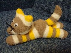 Sock animals are cute and really enjoyable to make. Did you know you can make a cute kitten from socks? Here is a creative tutorial to DIY sock kittens. Sewing Patterns Free, Free Sewing, Free Pattern, Softie Pattern, Sock Crafts, Sock Dolls, Sock Animals, Clay Animals, Cute Socks