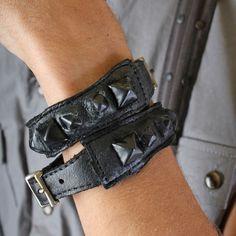 KMRii Raptor Cuff Dragon Leather Black