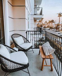 A lovely place to put your feet up and C H I L L!!! ~⠀ ~⠀ ⠀ #havenly #onlineinteriordesign #howeedwell #apartmenttherapy #anthropologiehome… Outdoor Lounge, Outdoor Chairs, Outdoor Living, Outdoor Furniture, Outdoor Decor, Balcony Chairs, Lounge Chairs, Modern Balcony, Anthropologie Home