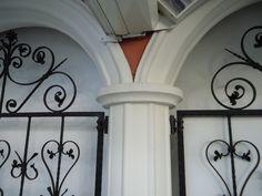 volte pilastri cemento bianco