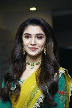Beautiful Blonde Girl, Beautiful Girl Photo, Beautiful Girl Indian, Beautiful Women, Most Beautiful Bollywood Actress, Beautiful Actresses, Cute Beauty, Beauty Full Girl, Beautiful Heroine