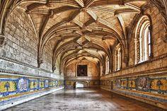 LISBON INTERIOR JERONIMOS MONASTERY...azulejos in the refectory of Jeronimos Monaster. - Pesquisa Google