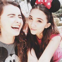 Rowan Blanchard and Sabrina Carpenter Girl Meets World Riley, Boy Meets World, Riley Matthews, Disney Channel Stars, Disney Stars, Rowan Blachard, Disneyland, Best Selfies, Sabrina Carpenter