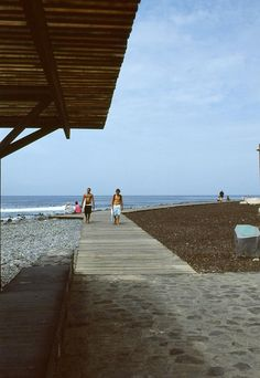 Correa + Estevez Arquitectura - Paseo Maritimo de Las Americas - Tenerife - Paisajismo Tenerife, Louvre, River, Landscape, Architecture, Building, Beach, Nature, Santa Cruz