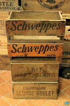 Vintage wood boxes Schweppes & Champagne Vintage Wooden Crates, Wood Crates, Wood Boxes, Vintage Wine, Retro Vintage, Vintage Stuff, Woodworking Projects, Diy Projects, Apple Crates