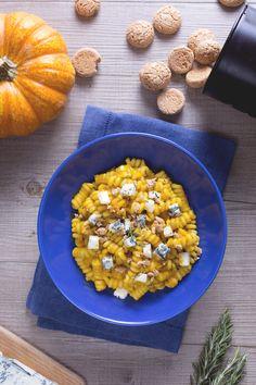 #Pasta alla zucca, gorgonzola e amaretto: un primo piatto dal gusto pieno e dalla combinazione originale di ingredienti per sorprendere a tavola! #Giallozafferano #recipe #ricetta
