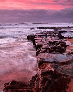 Reposting @rossjwood: The early photographer gets the pink sky. If it's possible to have a favourite horizontal rock formation, this would be mine 👌  #newcastle #merewether #sunrise #horizon #longexposure #travel #travelphotography #suitcasetravels #bestdiscoveries #digitalnomad #wanderlust #traveling #ocean #beach #australia #aussiesofinstagram #aussieblog #goexplore #lonelyplanet #photography #photographer #landscape #seascape #nature #naturephotography #naturelover #instatravel…