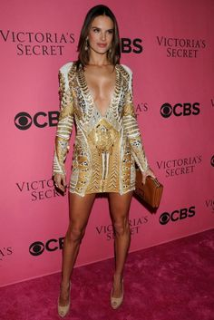 Alessandra Ambrosio And 20 Of Her Extraordinary Dresses - Fashion Diva Design