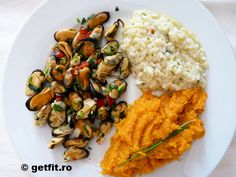 Midii cu busuioc / Mussels with basil Healthy Meats, Mussels, Fish Recipes, Basil, Risotto, Ethnic Recipes, Food, Meal, Eten