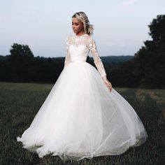 @happilygrey is utter perfection in the Jessica Bodysuit + Delphi Skirt. (link in bio to shop)  Instagram Profile: @bhldn  Source/Origem: https://www.instagram.com/p/BY87cTyg18i/
