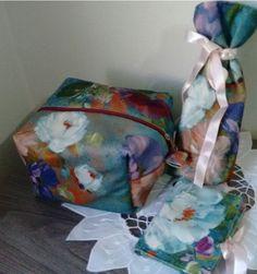 kit feminino necessaire mais porta absorventes e porta pincéis em tecido artístico importado, inspiração impressionista.