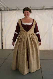 Time Traveling with Needles: Yet Another 1480s Florentine dress...