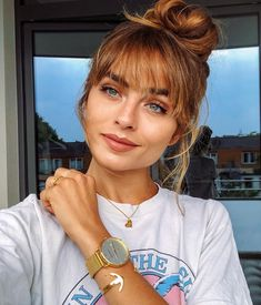 ANZEIGE Happy weekend 😻🌻🦋 I am off to see one of my favourite people in the world and enjoy sunny Berlin 🙏🏼 My travel companions are my golden favourites by 💗 especially love the simplicity of the watch that is both modern, cool and classy ✨ Formal Hairstyles For Long Hair, Long Hair With Bangs, Chic Hairstyles, Baddie Hairstyles, Ponytail Hairstyles, Hairstyles With Bangs, Long Fringe Hairstyles, Straight Hairstyles, Bangs Hairstyle