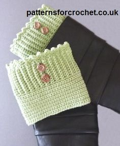 A Roundup of Free Crochet Boot Cuffs Patterns. Crochet boot cuffs are great for wearing around the ankles or at the top of your boots for extra warmth. Crochet Boots, Crochet Gloves, Crochet Slippers, Knit Or Crochet, Crochet Scarves, Crochet Crafts, Crochet Projects, Free Crochet, Knitting Scarves