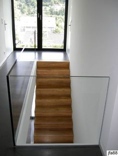 36 Cool Glass Staircase Designs Ideas A staircase is an important part of a house. It helps the inhabitants of the house to access other parts […] Staircase Railings, Banisters, Staircase Design, Staircase Ideas, Railing Ideas, Glass Stairs, Glass Railing, Stair Builder, Escalier Design