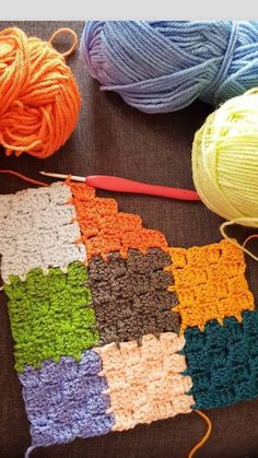 A colorful scrap yarn crochet project Crochet Motifs, Crochet Stitches Patterns, Tunisian Crochet, Crochet Squares, Knitting Patterns, Rug Patterns, Crochet Quilt, Crochet Blankets, Crochet Granny