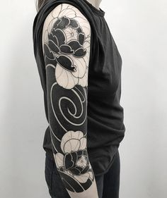 A lil bit more in this sleeve. 小子火流 at Done with And love! Black Sleeve Tattoo, Sleeve Tattoos, Body Tattoos, I Tattoo, Body Is A Temple, Tattoo Photos, Tattoo Inspiration, Blackwork, Tattoo Artists