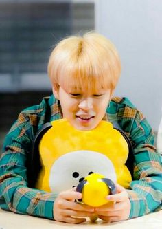 Chimchim looking Chimmy . Look at how much he adore his little Chimmy