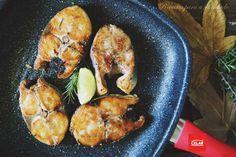 Por vezes confundido com atum, o sarrajão/sarda pode ser assado ou grelhado, como neste caso, acompanhado com batatas roxas, abóbora e batata doce