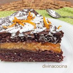 Esta tarta de chocolate y naranja te hará quedar como un profesional de la repostería. La receta es sencilla y el resultado es impresionante en presentación y en sabor. | https://lomejordelaweb.es/