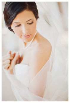 Bride playing with veil (Stacy Reeves)