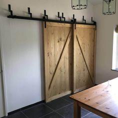 Barndeur kastenwand - Schuifdeur wand - Schuifdeuren voor elkaar langs in brocante stijl