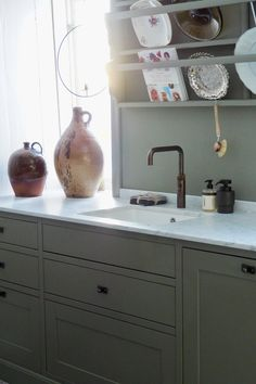Kjøkkendrøm fra Sigdal Kjøkken | Studio Lindhjem Decor, Kitchen Design, Interior, Kitchen, Kitchen Interior, Kitchen Dining, Home Decor, Sink, Dining