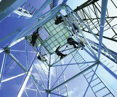 Klimtoren van AllRisk.  Leer veilig werken op hoogte onder begeleiding van ervaren trainers.