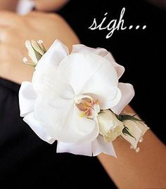 Fresh flower Corsage Bracelet wflowers all around the wrist | few other stylish options are purse corsages and anklet corsages ...