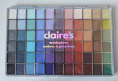 Claire's - palette. Avete bisogno di una palette piena di colori e che costi poco? Secondo me questa fa proprio al caso vostro. Date un' occhiata agli swatches su questo link. https://sanswann.blogspot.it/2017/07/claires-palette-da-66-ombretti.html