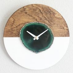 Your place to buy and sell all things handmade NEW《Horizontal》KISMET Design Agate Wall Clock! Dark, Rich Green Agate looks stunning against the stained wood and matte white backing! Modern Boho, Modern Decor, Modern Clock, Diy Resin Crafts, Diy Clock, Wood Clocks, Dark Interiors, Wooden Watch, Green Agate