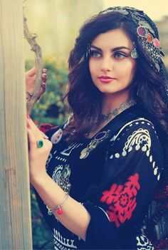 In this article we have published 20 arab girls photos that are sexy arab and beautiful arab that you will see. Most of these arab girls are from Syria, Saudi and Iraq, Beautiful Arab Women, Beautiful Hijab, Beautiful Girl Photo, Afghan Clothes, Afghan Dresses, Idda Van Munster, Iranian Women Fashion, Afghan Girl, Persian Girls