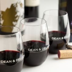 Signature DEAN & DELUCA wine glasses, perfect for indoors, a picnic, or an outdoor party. Made from food-safe polymer, they reflect a wine's color and project its aromatics much like crystal.