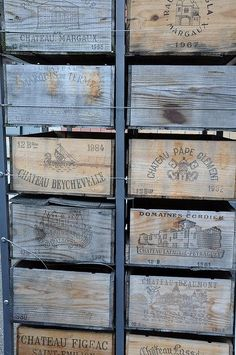 Wooden Crates, Wooden Boxes, Love Blue, Blue And White, Photo Bleu, Wallpaper Aesthetic, Vintage Wine, Vintage Room, Vintage Bags
