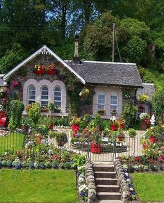 Solve a cottage jigsaw puzzle online with 48 pieces Cute Cottage, Cottage Style, Petits Cottages, Beautiful Gardens, Beautiful Homes, Simply Beautiful, Storybook Homes, Cottage Garden Design, Cottage Exterior